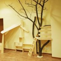 Дерево в интерьере детской – что может быть естественней и натуральней. Но, к сожалению, в последнее время мы наблюдаем большой перекос в сторону броской, яркой детской мебели и игрушек, произведенных...