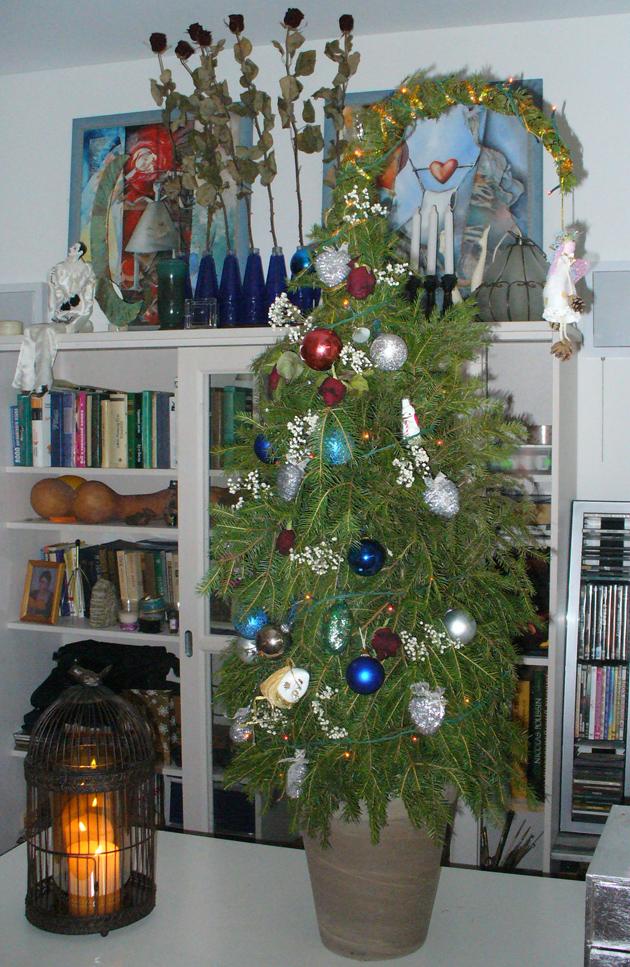 оригинальная новогодняя елочка из веток