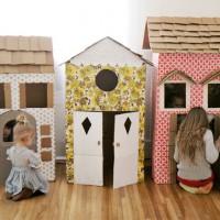 Сегодня мы рассмотрим как из обыкновенной картонной коробки сделать оригинальный игровой домик для вашего ребенка. Подобный игровой домик можно сделать ко Дню рождения вашего ребенка. В праздничный день, когдасоберутсямаленькие гости,...