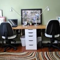 Когда в семье дети делят одну общую комнату, перед родителями встает проблема выбора письменного стола для двоих детей. Многие задают себе вопросы: как расположить письменные столы, куда повесить полки для...