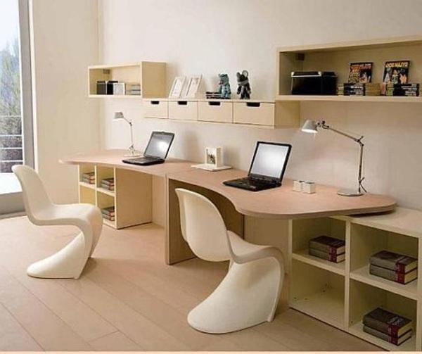 Письменный стол для двоих детей вдоль окна