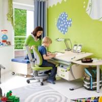 Когда ребенок идет в школу, перед родителями встает вопрос: что купить – письменный стол или растущую парту для школьника? Мы понимаем, что ребенок не сможет правильно расположиться за стандартным рабочим...