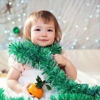 Когда приближается Новый Год, всегда хочется организовать что-нибудь приятное для совместного с друзьями праздника, особенно, когда у всех есть дети. Как подготовить такой праздник? Можно начать со сценария. Сценарии новогоднего...