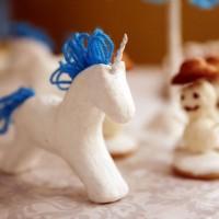 Для оформления детского новогоднего праздника мы делали лошадки из папье-маше. Эта техника многим уже знакома, каких-то невероятных способностей она не требует. Дети с удовольствием и большим интересом подключатся к процессу,...