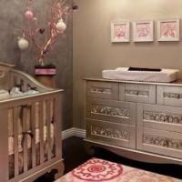 Коричневый цвет в детской комнате – оптимальный выбор для создания спокойной теплой атмосферы в помещении, где ребенок будет отдыхать, играть и заниматься учебой. Оттенки коричневого – очень разнообразны и позволяют...