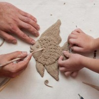 Моя трехлетняя дочь любит лепить. Вместе мы осваиваем новые техники, материалы и формы для лепки. Сегодня я расскажу вам об особенностях лепки из глины для начинающих. Лепка из пластилина, глины,...