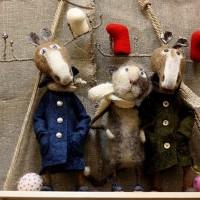 Игрушки из шерсти в технике валяния сегодня чрезвычайно популярны. Их изготовление – хобби для тысяч мастериц-рукодельниц, а результат их работы – милые зверьки и куколки становятся лучшими друзьями малышей. Конечно...