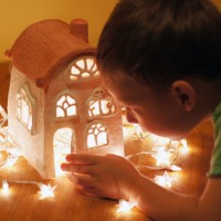 Вдохновившись серией интересных статей про лепку из глины, которая была ранее опубликована на нашем сайте, мы с моим 5-летним сыном решили создать свой сказочный домик из полимерной глины. Наш первый...