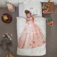 Подбирая постельное белье для подрастающей дочки, я случайно наткнулась на необычную серию «Профессия» от компании Snurk. По замыслу дизайнеров этого белья, а ими является голландская дизайн-студия Snurk Beddengoed, поверх пододеяльников...