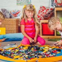 Лето – время активного отдыха и разнообразных игр! Одними из самых любимых у детей любого возраста и пола являются конструкции из Лего. Чего только не строят из него наши дети...
