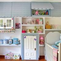 Тем родителям, которые только ждут появления малыша на свет или планируют обустроить отдельную детскую комнату для маленькой девочки, предлагаем вдохновляющую идею оформления. Это решение подойдет даже для комнат совсем небольших...