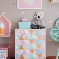 Комод – удобная мебель для детской комнаты. Пока ребенок еще совсем кроха, комод можно использовать не только для хранения детских вещей, но и в качестве пеленального столика. Но когда ребенок...
