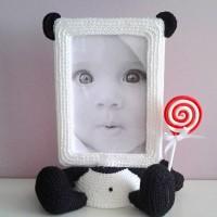 Вы знаете, что обычные рамочки для фото могут быть не привычными пластиковыми или деревянными, а, например, вязаными? Замечательные милые и уютные фоторамочки-игрушки создает мастер Елена Витушкина. Она вяжет их крючком....