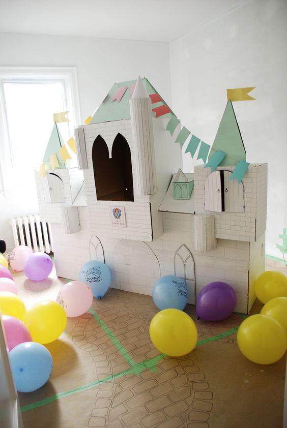 Полцарства в детской: делаем замок из картонной коробки
