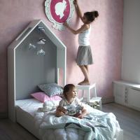 Проект DOODYWOODYDOM создан взрослыми, которые помнят, как это – быть детьми. Детские кровати домики, которые они придумали и делают – это настоящие игровые объекты с массой свойств, стимулирующих воображение ребенка...
