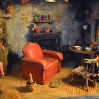 Это сказочная миниатюрная хижина принадлежит маленькому человечку – Хагриду. А создателем ее является – самая настоящая волшебница – Галина Чиркова. Автор живет в Подольске и создает необыкновенные маленькие хижины и...