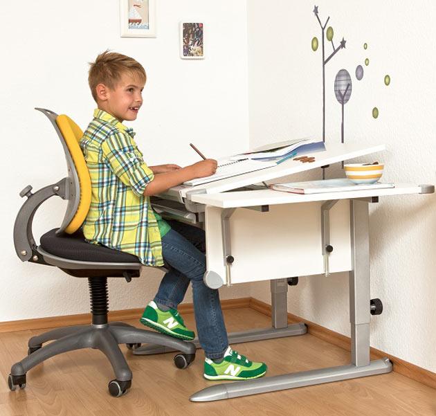 Дуэт на долгие годы – парта и стул для первоклашки